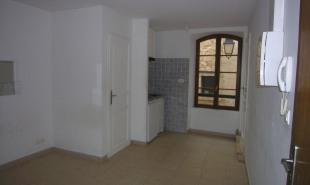 location Appartement 1 pièce St Mitre les Remparts