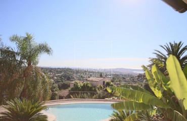 Недвижимость в городе Валлорис, Прованс — Альпы — Лазурный Берег, Франция: 5-x комнатная квартира, площадью 180 m²