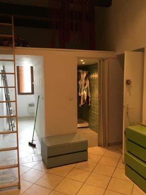 Studio dans petit immeuble Marseillais
