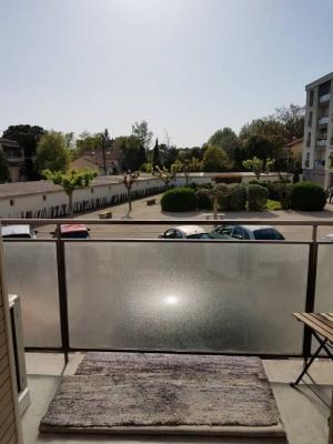 Grand T2 avec balcons, cave et parking dans résidence sécurisée