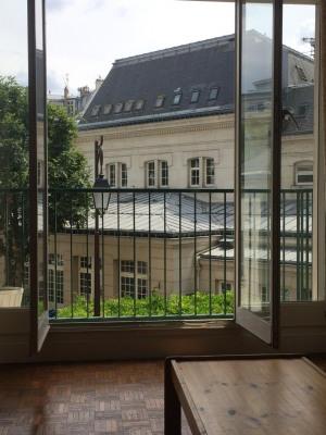 Grand studio avec balcon - Loué meublé