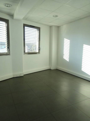 AVIGNON extra-Muros - Bureau récent 62m² avec parkings en Zone f