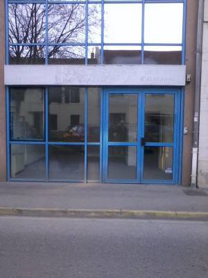 Local commercial avec vitrine de 42 m2