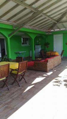 Gourbeyre spacieuse villa avec revenu locatifs