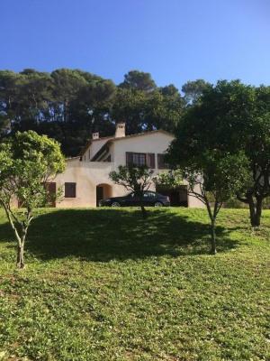 Agréable villa rénovée de 300 m 2 à mougins