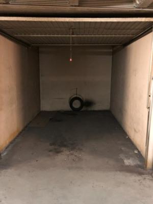 Box parking 75010 canal Saint martin
