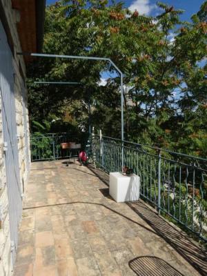 Villeneuve lez Avignon - Appt 5 pièces de 107m² avec cour
