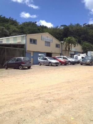 Location Local d'activités / Entrepôt St Joseph
