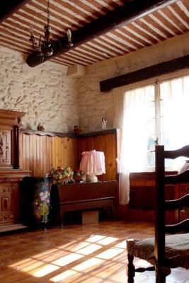 Maison de village en plein coeur du village d'Alleins
