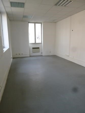 Location local commercial Oullins 459€ HC - Photo 1