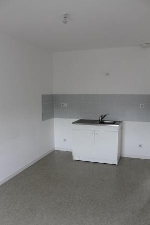 Rental apartment La haye du puits 400€ CC - Picture 2