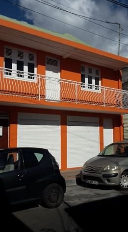 Location local commercial Basse terre 1200€ CC - Photo 1