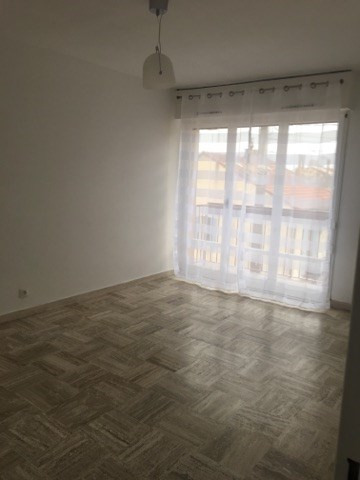 Location appartement Marseille 6ème 455€ CC - Photo 2