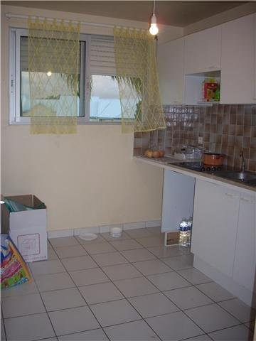 Rental apartment Baie mahault 750€ CC - Picture 4