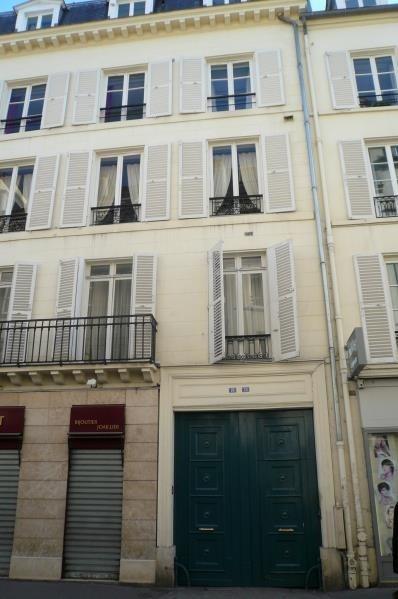 Location appartement Paris 7ème 818€ CC - Photo 1