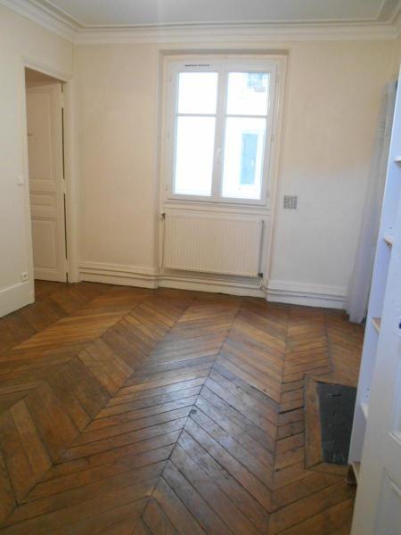 Location appartement Paris 10ème 1007€ CC - Photo 1