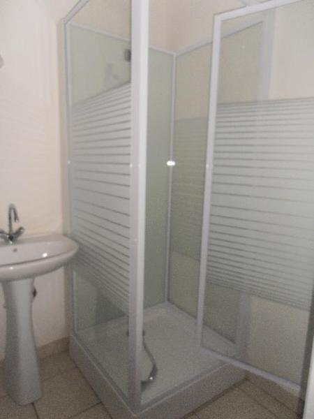 Location appartement Oyonnax 361€ CC - Photo 3