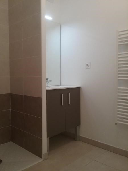 Location appartement Chateauneuf le rouge 716€ CC - Photo 3