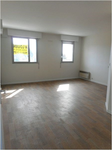 Rental apartment Savigny/orge 746€ CC - Picture 1