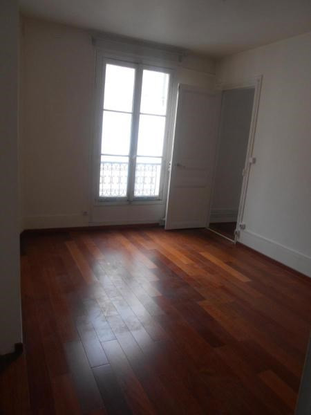 Location appartement Paris 10ème 1150€ CC - Photo 3