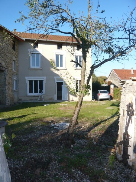 Rental house / villa Siccieu saint julien 825€ CC - Picture 1