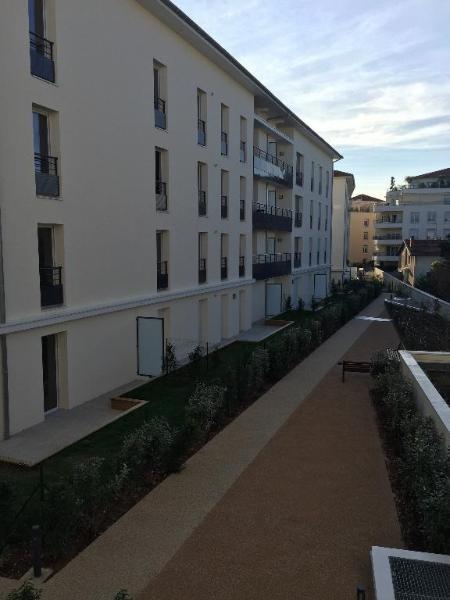 Rental apartment Meyzieu 741€ CC - Picture 3