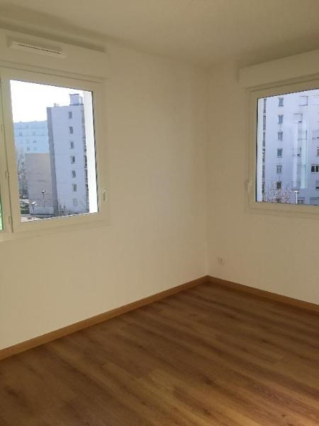 Location appartement Saint priest 710€ CC - Photo 3