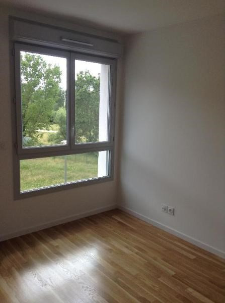 Rental apartment Bron 735€ CC - Picture 3