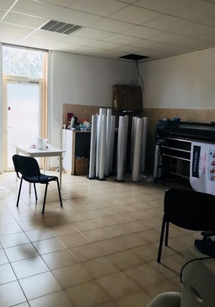 Rental shop Trets 998€ CC - Picture 2