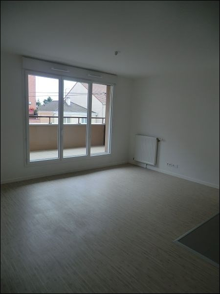 Rental apartment Athis mons 860€ CC - Picture 2