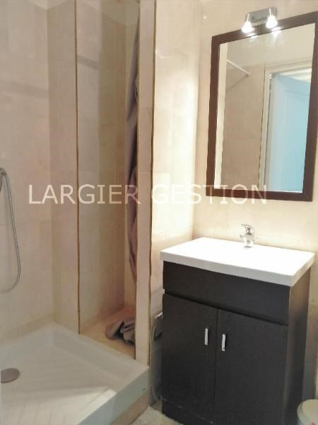 Location appartement Paris 8ème 1 350€ CC - Photo 5