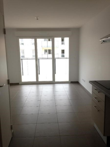 Rental apartment Vernaison 559€ CC - Picture 1