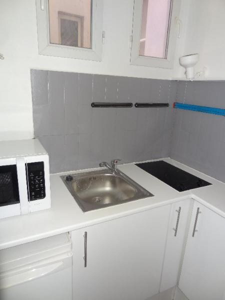Location appartement Paris 8ème 880€ CC - Photo 3