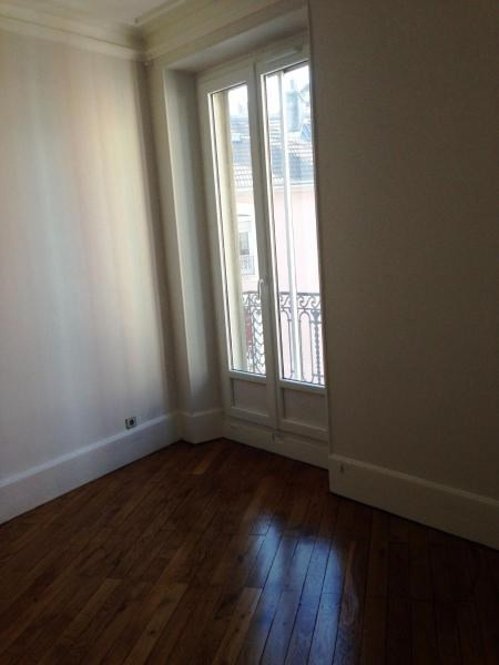 Location appartement Grenoble 1 074€ CC - Photo 3