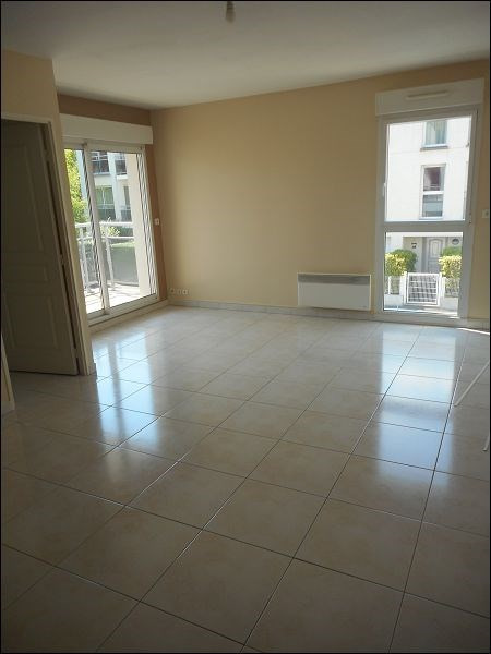 Location appartement Savigny sur orge 922€ CC - Photo 1