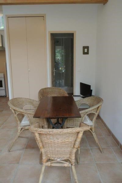 Location maison / villa Beaurecueil 701€ CC - Photo 5
