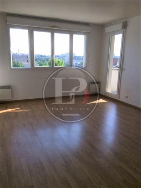Rental apartment St germain en laye 930€ CC - Picture 2