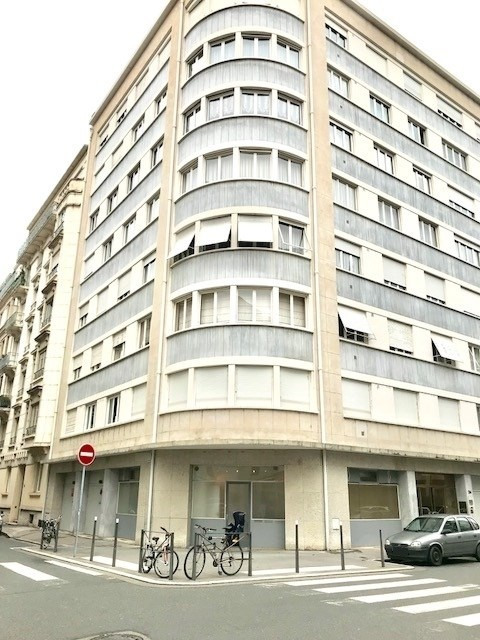Location local commercial Lyon 6ème 1 129€ CC - Photo 1