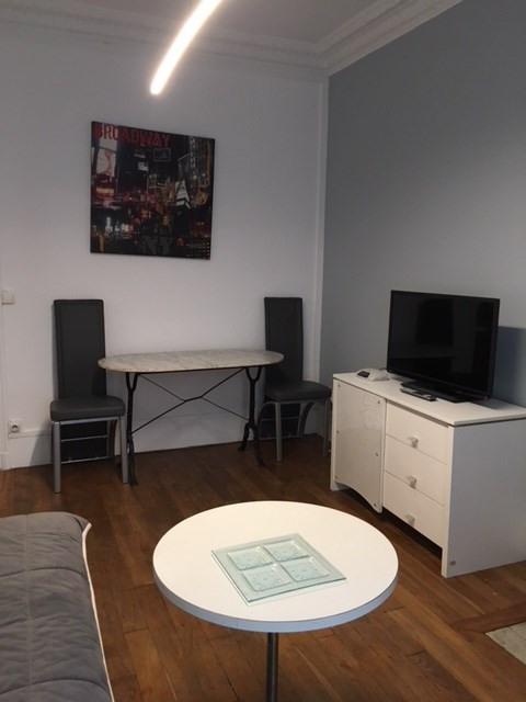 Rental apartment Paris 11ème 1226€ CC - Picture 2