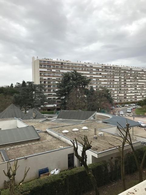 Vendita appartamento Bron 110000€ - Fotografia 1