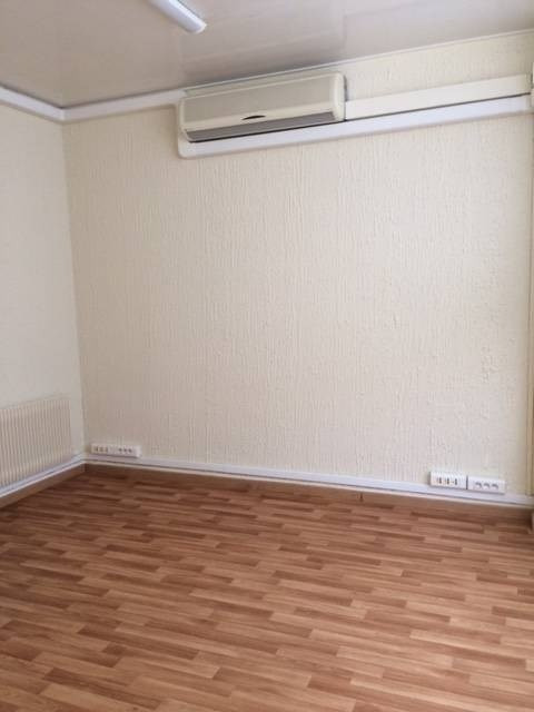 Rental empty room/storage Avignon 527€ CC - Picture 3