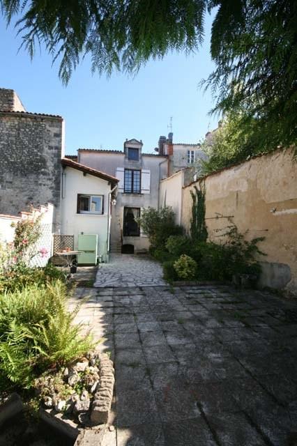 Vente maison / villa Saint-jean-d'angély 143250€ - Photo 2