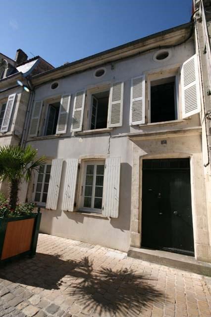 Vente maison / villa Saint-jean-d'angély 143250€ - Photo 1