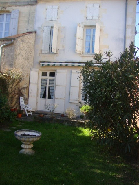 Sale house / villa Saint-jean-d'angély 117 100€ - Picture 2