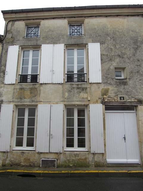 Sale house / villa Saint-jean-d'angély 85500€ - Picture 1