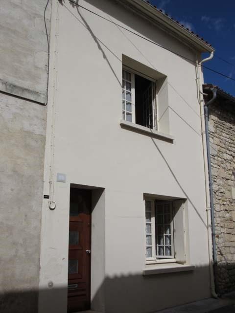 Sale house / villa Saint-jean-d'angély 45300€ - Picture 2