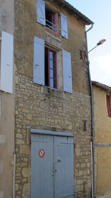 Sale house / villa Saint-jean-d'angély 64500€ - Picture 1