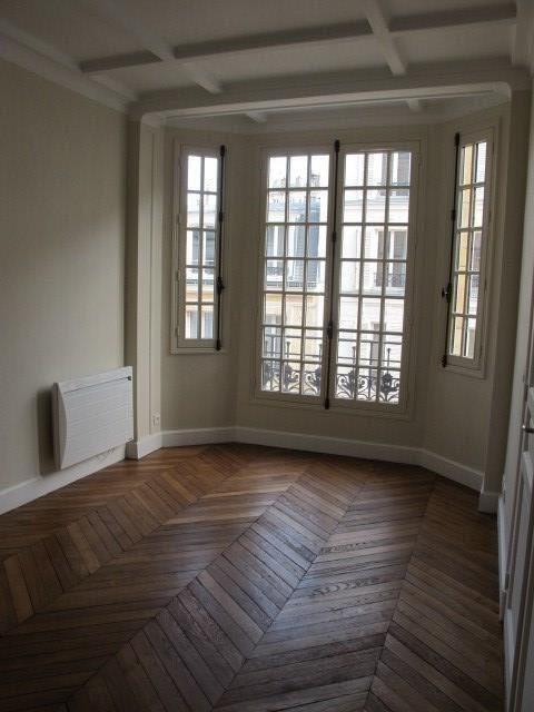 Location appartement Paris 3ème 2195€ CC - Photo 2