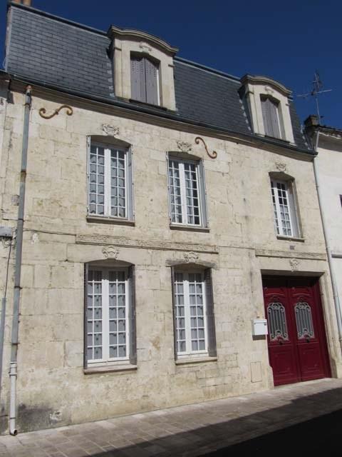 Vente maison / villa Saint-jean-d'angély 227900€ - Photo 1
