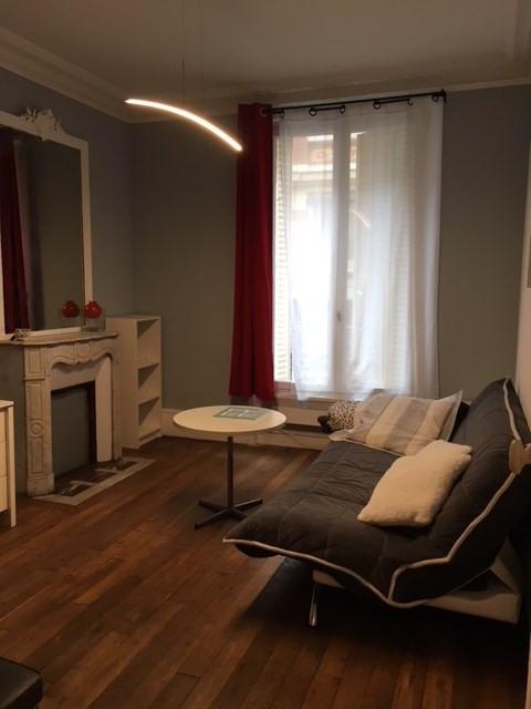 Rental apartment Paris 11ème 1226€ CC - Picture 1